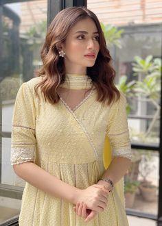 Pakistani Fashion Casual, Indian Fashion Dresses, Indian Designer Outfits, Pakistani Outfits, Designer Dresses, Fashion Outfits, Pakistani Models, Designer Kurtis, Pakistani Actress