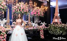 Festa de 15 anos: Como organizar GUIA COMPLETO Paris Themed Birthday Party, Paris Party, Birthday Party Themes, Quinceanera Planning, Quinceanera Party, Arabian Party, Birthday Wishes For Myself, Father Daughter Dance, Stage Decorations