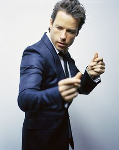 Guy Pearce (Working it like Nick Cave)