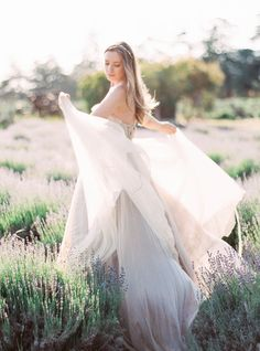 Dreaming in a Lavender Field Wedding Inspiration Bridal Gowns, Wedding Gowns, Field Wedding, Amazing Wedding Dress, Foto Pose, Lavender Fields, Poses, Wedding Styles, Wedding Inspiration