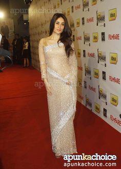 Beautiful Sari on Kareena Kapoor at the Filmfare Awards2012