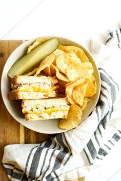 Today we are making one of my favorite self-isolation meals, quarantine friendly tuna melts with a tangy tuna salad, melted cheddar cheese, and gluten free bread. Meat And Cheese, Cheddar Cheese, Easy Dinner Recipes, Easy Meals, Tuna Melt Recipe, Food Photography, Photography Composition, Tuna Melts, Tuna Salad