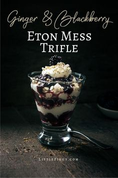 Try this winter Eton Mess dessert trifle recipe is full of lucsious flavors, Ginger Blackberry Eton Mess! Easy to make dessert and great to share! Brownie Desserts, Oreo Dessert, Mini Desserts, Eton Mess Dessert, Easy To Make Desserts, Peanut Butter Desserts, Trifle Desserts, Winter Desserts, Desserts For A Crowd