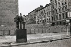 Henri Cartier-Bresson, the Berlin wall, West Berlin, West Germany. History Of Photography, Candid Photography, Modern Photography, Artistic Photography, Street Photography, Minimalist Photography, Color Photography, Animal Photography, Photography Ideas