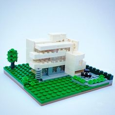 Birgitte Jonsgard built the Sonneveld House, a residence located in Rotterdam. The home is built in the Dutch functionalist architecture style and has now Lego Space Station, Lego Boards, Brick Architecture, Lego Construction, Lego Projects, Lego Moc, Le Corbusier, Lego Building, Paper Models