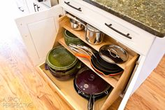 34 Insanely Smart DIY Kitchen Storage Ideas Retractable and stair stepped like this one is very clever Home Design, Diy Design, Design Ideas, Art Designs, Design Inspiration, New Kitchen, Kitchen Decor, Kitchen Design, Kitchen Ideas