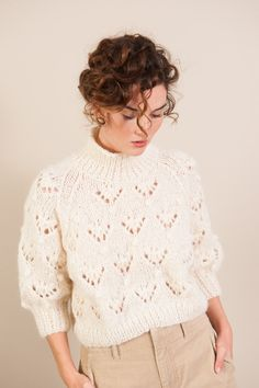 Difficulty: intermediate - (knitting flat / circular for the collar) knowing the . - Difficulté : intermédiaire – (tricot à plat/ circulaire pour le col)savoir l… Difficulty: - Sweater Knitting Patterns, Knitting Designs, Knit Patterns, Hand Knitting, Knitting Sweaters, Pull Crochet, Knit Crochet, How To Start Knitting, Knit Fashion