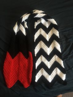 I made a Twin Peaks Red Room scarf! I wanted to make a Twin Peaks themed crochet project but found a woeful lack of patterns out there, so I made my own. Pattern under the cut! [[MORE]]Ingredients: • Worsted or Aran weight yarn (I used Stylecraft...