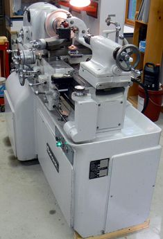 Monarch lathes - American made high-class machine tools. Lathe Machine, Machine Tools, Metal Working Tools, Old Tools, Monarch Lathe, Sheet Metal Brake, Tool Room, Industrial Machine, Wood And Metal