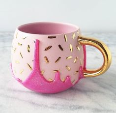 cute cups I'm so excited to get back to work! You can expect lots of glittery sparkle drippy goodness to fill your feed in June! Cute Coffee Mugs, Cool Mugs, Coffee Love, Coffee Cups, Cute Cups, Ideias Diy, Mug Cup, Tea Set, Tumblers