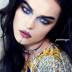 Who doesn't love Regina from @picturresque? Effortlessly chic and so talented, Regina used Furless loose pigment in Hedonistic for this blue eyed piece.