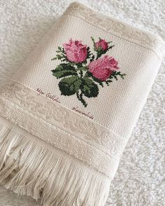 This Pin was discovered by Nev Silk Ribbon Embroidery, Hand Embroidery Designs, Cross Stitch Embroidery, Embroidery Patterns, Crochet Patterns, Cross Stitch Borders, Cross Stitch Flowers, Cross Stitch Designs, Cross Stitch Patterns