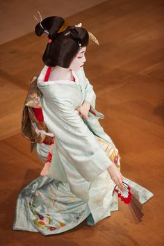 dance performance by geiko (geisha) toshikana | japanese culture #kimono