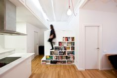 staircase shelves – Giving a latest concepts and answer to your drawback inside your own home, additionally to make some empty place beneath the staircase Staircase Bookshelf, Bookshelf Design, Staircase Design, Old Basement, Basement Stairs, Cat Stairs, Halls, Escalier Design, Old Home Remodel