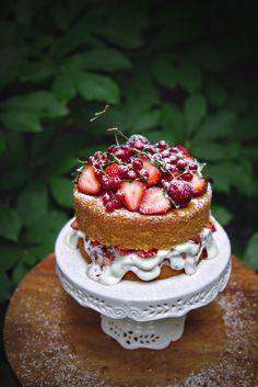 Victoria Sponge Cake | La Pêche Fraîche