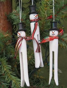 Get the kids excited for Christmas and get them to make their own snowman decorations/ #xmasdecor #christmas