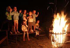 Falò e canzoni attorno al fuoco !! #bambini #falo #fire #fuoco #serata #notte #chitarra #cantare #evviva #turismo #divertirsi #fun #children #urlare #gioia #ariaaperta #natura #starbene #attivita