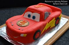 Barbara& Bakery: Lightning McQueen Torte (almond biscuit with berry filling) . - Barbara& bakery: Lightning McQueen Torte (almond biscuit with berry filling) This recipe work - Lightning Mcqueen Torte, Lightning Mcqueen Birthday Cake, Festa Hot Wheels, Biscuits, Kids Party Decorations, Fondant Tutorial, Cakes And More, Eat Cake, Cake Decorating