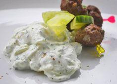 Das geschmackliche Bärlauch-Tzatziki darf auf keiner Grillparty fehlen. Verwöhnen Sie Ihe Gäste mit diesem einfachen Rezept.
