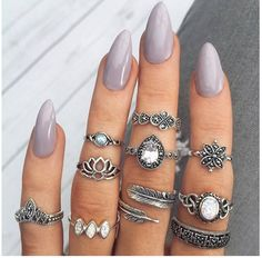 Steleto nails                                                       … http://hubz.info/105/nice-nails-hena-tattoo-and-silver-jewelry