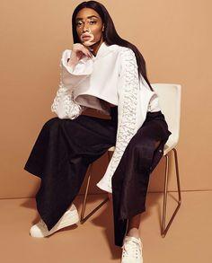 Je ne me mets pas de pression même si j'en ressens de la part des autres comme si je devais m'exprimer au nom des femmes noires ou devenir une porte-parole du vitiligo. #WinnieHarlow @winnieharlow: Nelson Simoneau: Pull @mikhaelkale ; jean @spbadu ; baskets @callitspring  via ELLE QUEBEC MAGAZINE OFFICIAL INSTAGRAM - Fashion Campaigns  Haute Couture  Advertising  Editorial Photography  Magazine Cover Designs  Supermodels  Runway Models