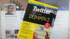 """Si estás comenzando en twitter, hazlo con este libro bajo el brazo. """"Twitter para Dummies"""". #RegalosparaRegalar. pic.twitter.com/P5ryIISmGd"""