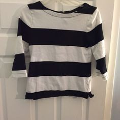 Old Navy XS top excellent condition Old Navy XS black and white striped top zipper on back 3/4 sleeves. Excellent condition Old Navy Tops