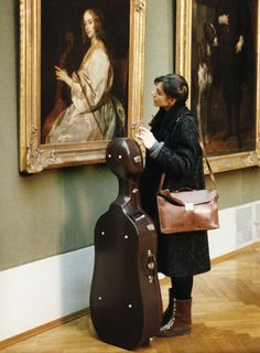 "Salome Kammer as Klarissa Lichtblau cellist (""Heimat 2"", 1992) watch Anthonis Van Dyck's painting ""Mary Ruthven als cellospielerin"" Cello Art, Cello Music, Art Music, Violin, Saxophone, Cellos, Cello Photography, Tv Spielfilm, Night At The Museum"