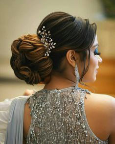 Tag a bride to be for inspo now! Hairdo Wedding, Wedding Day Makeup, Bridal Makeup Looks, Indian Bridal Hairstyles, Bun Hairstyles For Long Hair, Indian Bridal Makeup, Elegant Updo, Wedding Moments, Hair Beauty