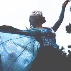 #tokyoDisneyland#Elsa#Anna#Frozen#エルサ#アナと雪の女王#Facecharacter#DisneyChristmas#DisneyChristmasstories#ディズニークリスマスストーリーズ Disneyland Face Characters, Disney Characters, Elsa Character, Disney Girls, Disney Princess, Queen Elsa, Handsome Faces, Disney Costumes, Snow Queen