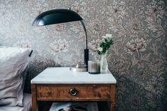 Home of Johanna Bradford. Scandinavian Interior Design, Modern Interior, Decorating Blogs, Decorating Your Home, Wall Wallpaper, Bedroom Wallpaper, Designer Wallpaper, Interior Design Inspiration, Bradford