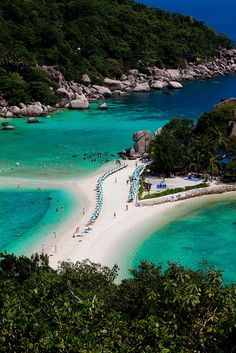 The beach in Koh Nang Yuan Island, Thailand (by Carole J. Photographie).