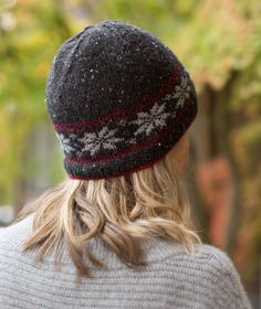 Fairest Isle Beanie Using Rowan Valley Tweed Pretty Fair Isle makes this free hat pattern the fairest of them all! The snowflake motif has a traditional Nordic look . Knitting Patterns Free, Free Knitting, Free Pattern, Hat Patterns, Knitting Charts, Knitting Designs, Fair Isle Chart, Fair Isle Pattern, Sport Weight Yarn