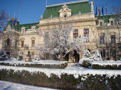 Palatul Roznovanu - Primăria Iaşi (Roznovanu Palace, Iaşi City Hall) Romania, Tuscany, Palace, Cities, Mansions, Architecture, House Styles, Pictures, Arquitetura