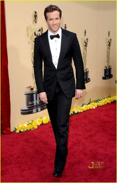 Tom Ford dinner jacket. Ryan Reynolds -- Oscars 2010