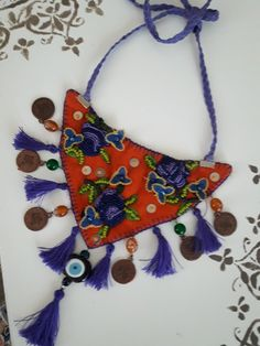 Takıntılar Fiber Art Jewelry, Textile Jewelry, Fabric Jewelry, Jewelry Art, Fabric Necklace, Diy Necklace, Fabric Beads, Fabric Art, Bead Embroidery Jewelry