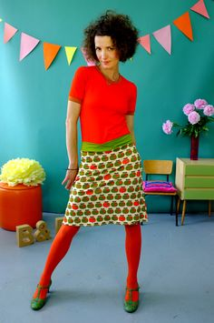 JERSEY SOMMER- ROCK 'APPLE' - RÖCKE by Bonnie-and-Buttermilk - Midi Skirts - Skirts - DaWanda Pantyhose Fashion, Fashion Tights, In Pantyhose, Funny Fashion, Mod Fashion, Vintage Fashion, Colored Tights Outfit, Retro Mode, Altered Couture