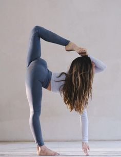 @aminahtaha in the #AloYoga High Waist Airbrush Legging #yoga #inspiration