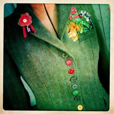 Rainbow buttons, appliquéd corsage. Wow love this idea, the applique and the buttons!