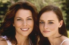 You got the 'Gilmore Girls' reunion over the summer, and now, new episodes will be coming to Netflix. Creator Amy Sherman-Palladino will write new episodes, with Lauren Graham and Alexis Bledel of course. Rory Gilmore, Gilmore Girls Netflix, Stars Hollow, Lauren Graham, Alexis Bledel, The Cw, Netflix Series, Series Juveniles, Marathon