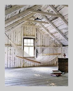 HOME DECOR – RUSTIC STYLE – early american decor inside this vintage farmhouse seems perfect with a barn loft hammock, cabane de planches et hamac. Attic Playroom, Attic Rooms, Attic Spaces, Attic Bathroom, Attic Loft, Attic Ladder, Attic Office, Attic Apartment, Attic Library