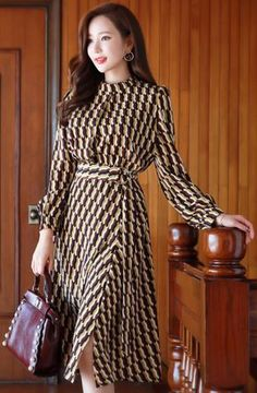 StyleOnme_Retro Geometric Print Front Slit Belted Dress #retro #geometric #dress #feminine #koreanfashion #kstyle #kfashion #seoul #falltrend #dailylook