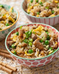 In this authentic Chicken Fried Rice recipe, you'll learn: Stir fry secrets to creating flavorful, delicate, authentic Chinese fried rice. No gumminess, no soggy fried rice here! Simple marinade for any type of meat to add… Rice Recipes, Healthy Recipes, Asian Recipes, Chinese Recipes, Japanese Recipes, Fast Recipes, Chinese Food, Delicious Recipes, Dessert Recipes