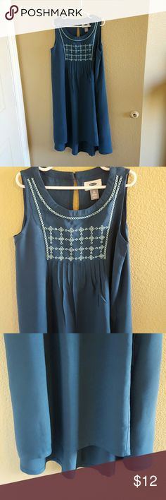 Old Navy NWT Girls Teal Shift Dress size M (8) Old Navy NWT Super Cute Girls Teal Shift Dress size 8 Hi/Lo Swing hem. Cute embroidery across the front. Key hole closure in the back. Light and airy 100 percent Rayon. Perfect for the transition into Fall. So cute with boots and a cardigan Old Navy Dresses Casual