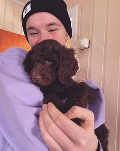 I wanna have a dog sooooooo freakin much😭😭😭😭