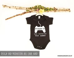 Bodys - Babybody mit Spruch | 9 - ein Designerstück von Dr_Grazer_und_Co bei DaWanda Bodysuit, Game Design, Onesies, Unisex, Kids, Etsy, Clothes, Fashion, Grandma And Grandpa