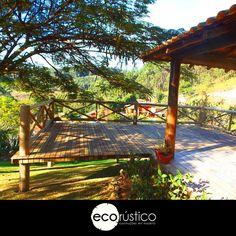 Os decks da Ecorústico são a opção perfeita para harmonizar com uma bela vista para o verde #ecorustico #arquiteturasustentavel #madeiras #vidanatural #natureza #penseverde #gogreen #wood #ecologico #greenbuilding #greendesign #sustentabilidade