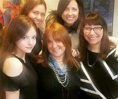 Mackenzie with her mother and. Saga Twilight, Jamie Campbell Bower, Kellan Lutz, Nikki Reed, Taylor Lautner, Anna Kendrick, Robert Pattinson, Kristen Stewart