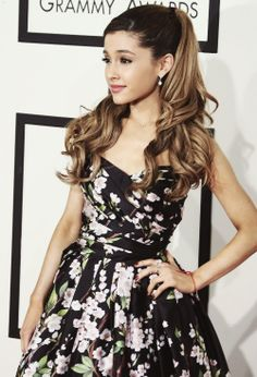 Ariana looks so pretty and I love her dress!