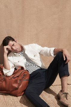 Brunello Cucinelli Spring 2020 Ready-to-Wear Fashion Show - Vogue Sean O'pry, Soften T Shirts, Outfits Hombre, Fashion Show, Mens Fashion, Fashion Bags, Fashion Trends, Striped Blazer, Brunello Cucinelli